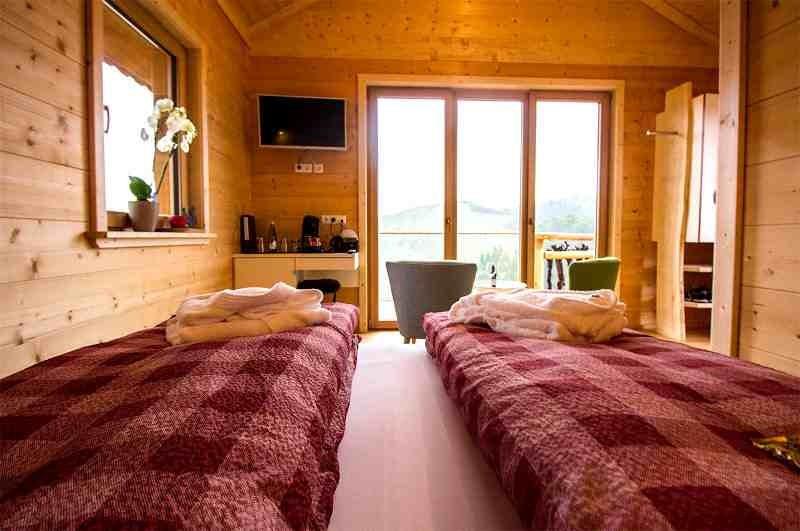 schwarzwald-baumhaushotel-rebhisli-aussicht-vom-bett