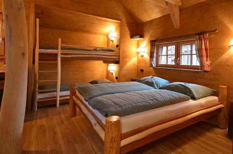 natur-resort-tripsdrill-baumhaus-betten