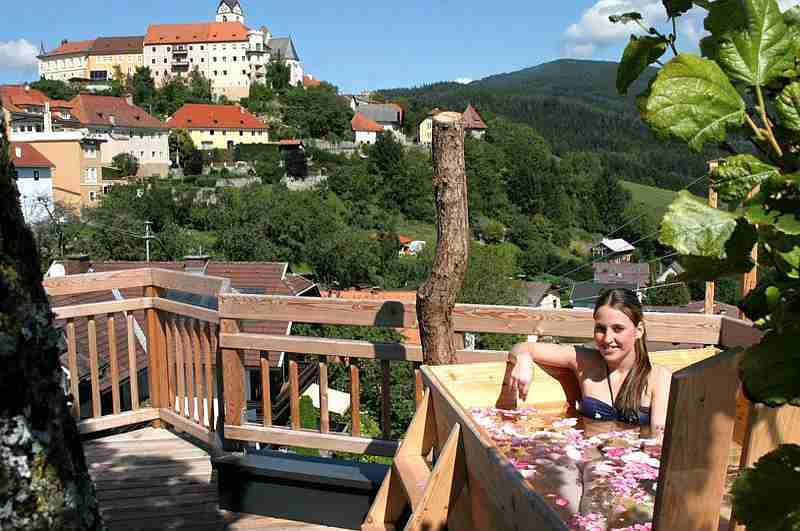 Wellness mit Panoramablick auf Althofen vom Baumhaus Prechtlhof in Kärnten