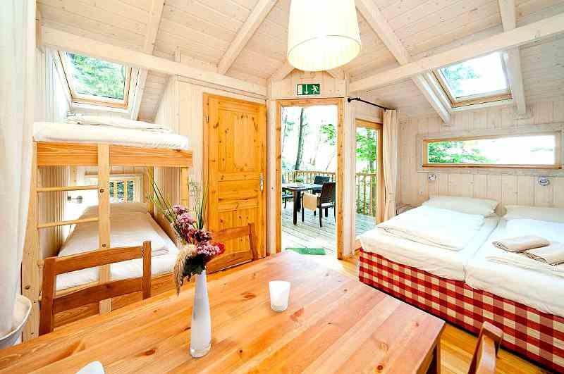 Baumhaushotel Wipfelglück im Spessart. Das Waldgebiet gehört zu den beliebtesten Standorten für Baumhaushotels in Bayern.