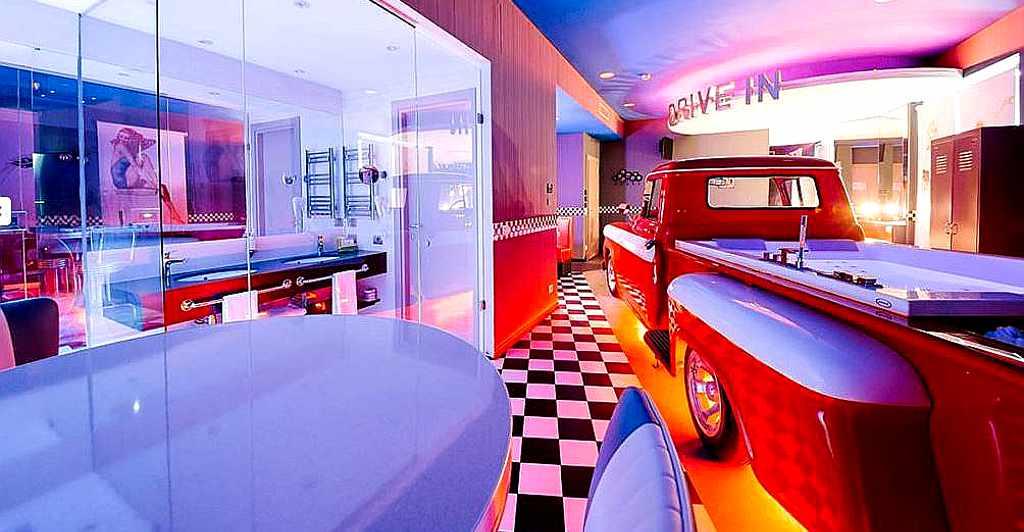 Außergewöhnlich Übernachten in der Drive-In Suite in Turin