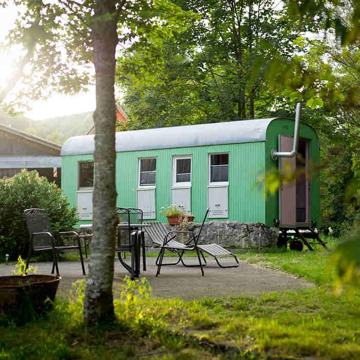 Der Bauwagen im Landhotel Untere Mühle bietet preiswerte Übernachtungen auf der Schwäbischen Alb