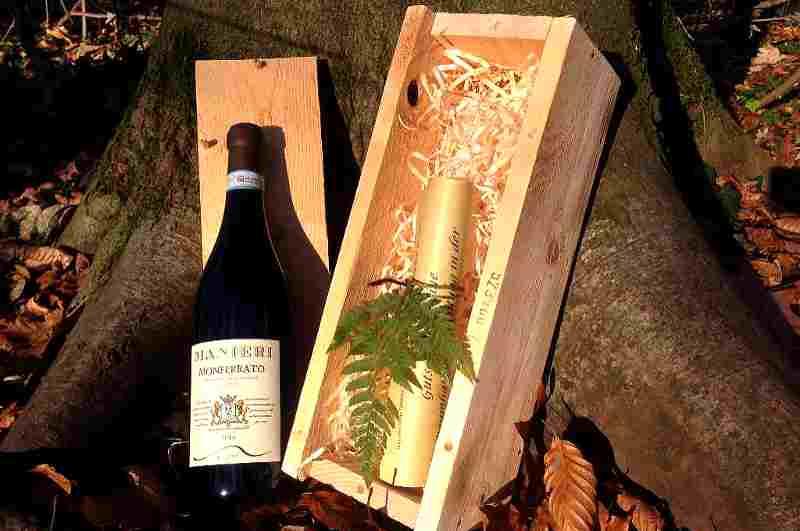 Übernachtung im Baumhaus als Geschenkset mit Gutschein und Wein