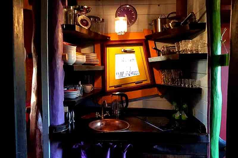 Auch im Baumhaus Zeitgeist steht eine private Mini-Küche bereit