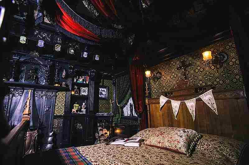 Das präpariertes Schlafzimmer im Spukhaus Talliston beschert unheimliche Nächte