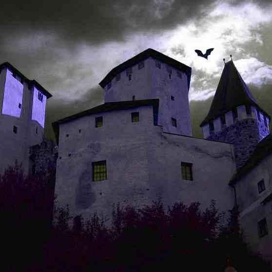 Gruseliges Hotel auf der Fledermaus-Burg Lockenhaus im Burgenland