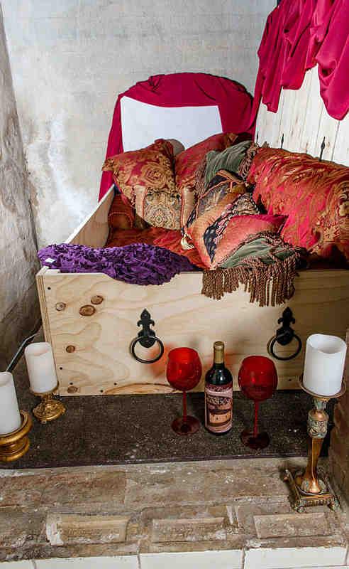 Übernachten im Sarg ermöglicht ein Gruselhotel im US-Bundesstaat Maine