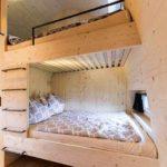 Baumhaushotels in Österreich: Himmelchalet im Alpencamping Nenzing (Ansicht Hochbetten)