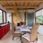 Baumhaushotels in Österreich: Küche und Essbereich im Baumhotel Imbach