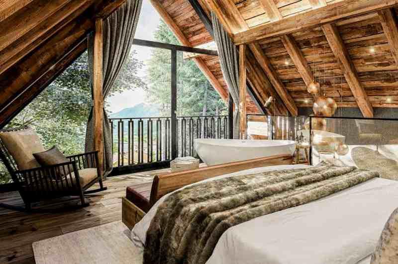 Baumhaushotels in Österreich: Giebel-Schlafzimmer im Baumhaus des Wanderhotels Gassner