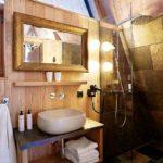 Baumhaushotels in Österreich: Treeloft im Zillertal (Ansicht Bad)