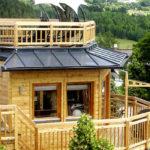 Baumhaushotels in Österreich: Baumhaus Prechtlhof mit Balkon und Dachterrasse