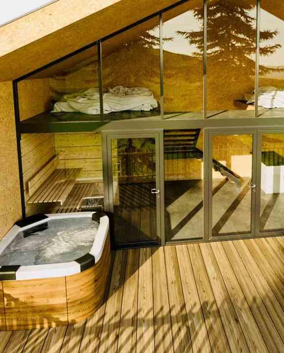 Baumhaushotels Bayern: verglaste Fronten, Sauna und Whirlpool charakterisieren die neuen Baumchalets im Allgäu