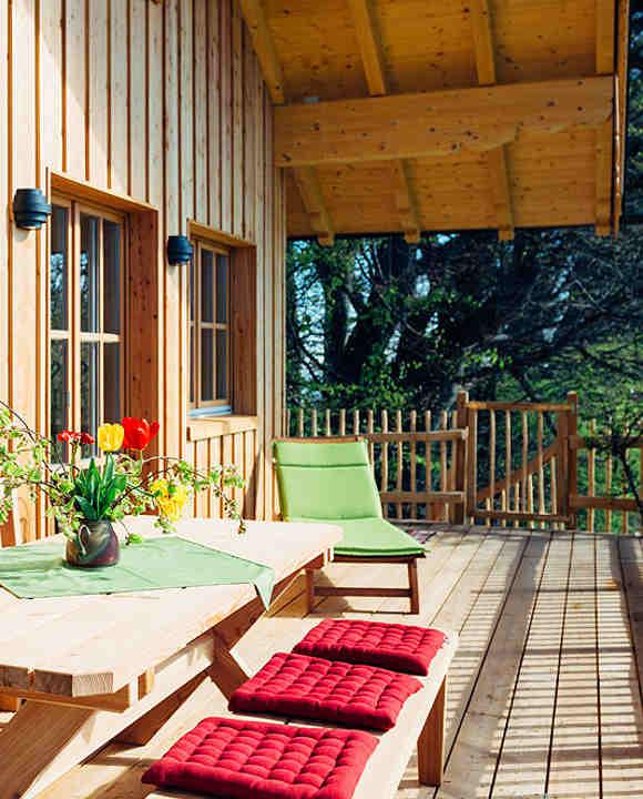 Baumhaushotels Bayern: Terrasse Baumhaus Samerberg im Chiemgau