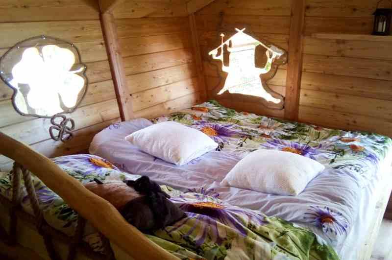 Schlafen mit Ausblick bietet das Baumhaus Kremilek in Mittelböhmen