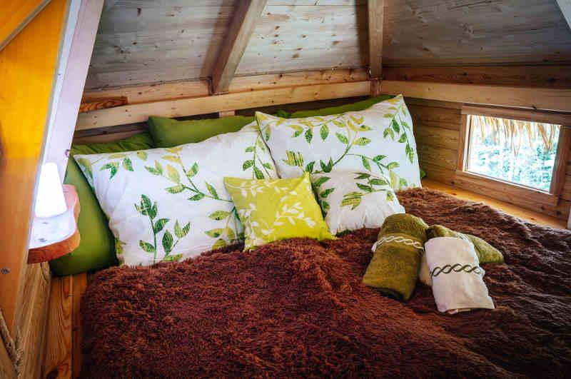 Die Schlafgalerie im Baumhaus Česká Kanada verspricht herrliche Aussichten in Südböhmen