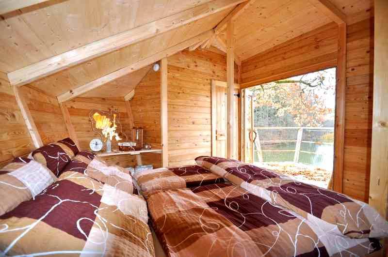 Seine idyllische Lage im Böhmischen Paradies macht das Treehouse Ostruzno zu einem der gefragtesten Baumhaushotels in Tschechien