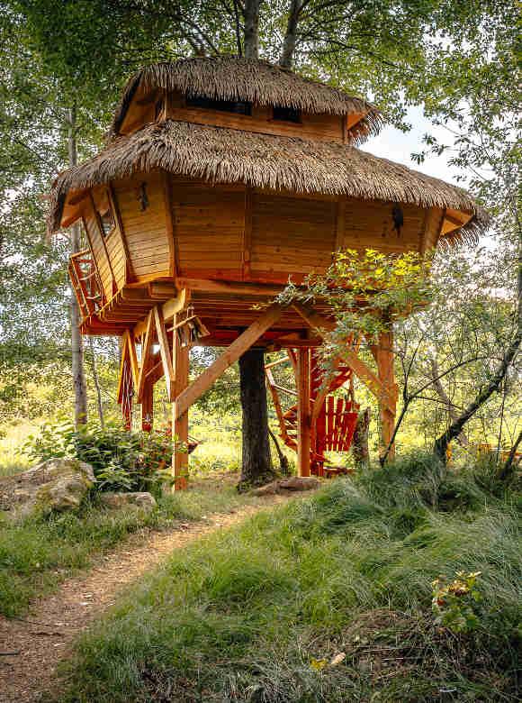 Baumhaushotels in Tschechien: Ansicht zweistöckiges Treehouse Ceska Kanada