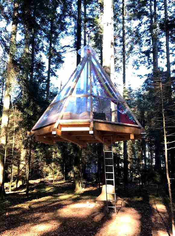 Übernachten im kegelförmigen Baumhaus am Schluchsee im Schwarzwald