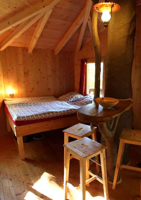 Übernachten im Baumhaus mitten im Naturpark Solling Vogler: Einblick ins Rundhaus