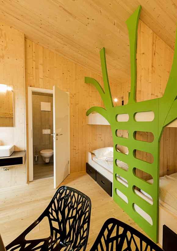 Übernachten im Baumhaus am Baumwipfelpfad Panarbora ermöglicht die Jugendherberge Waldbröl