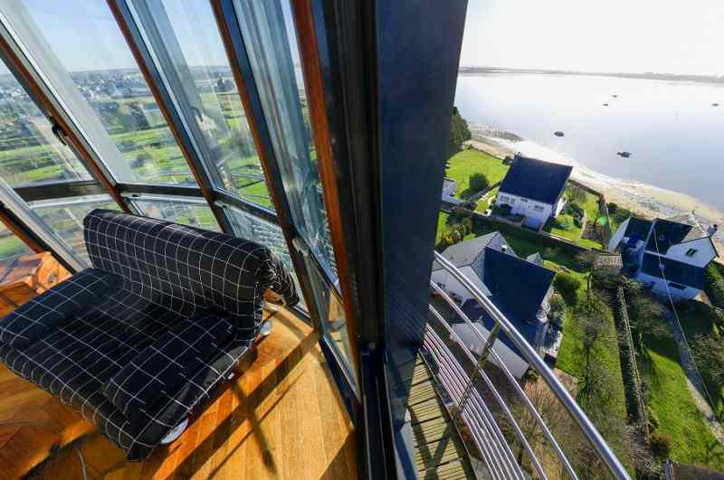 Ausblick vom 25 Meter hohen Phare du Kerbel in Riantec (Bretagne)