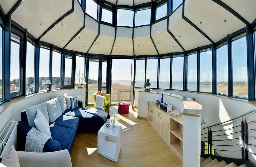 Turmzimmer mit 360 Grad Panoramafenster im Ferien-Leuchtturm Breege