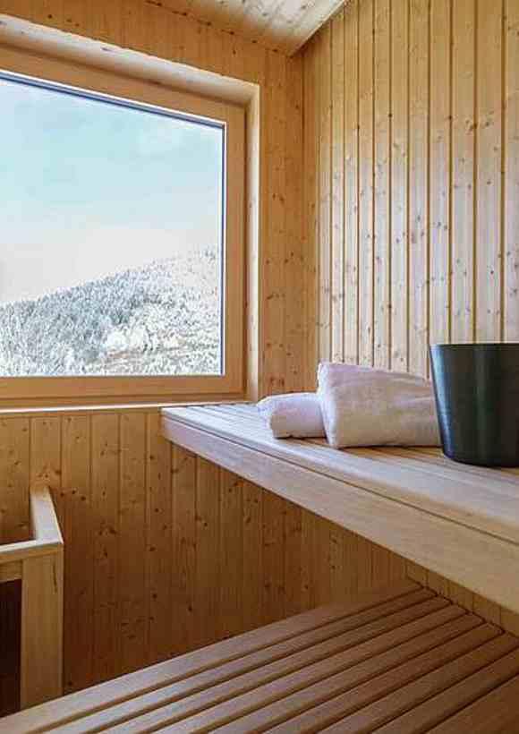 Baumhaushotels in Österreich: Sauna in der Baumhaus-Suite auf dem Taxhof