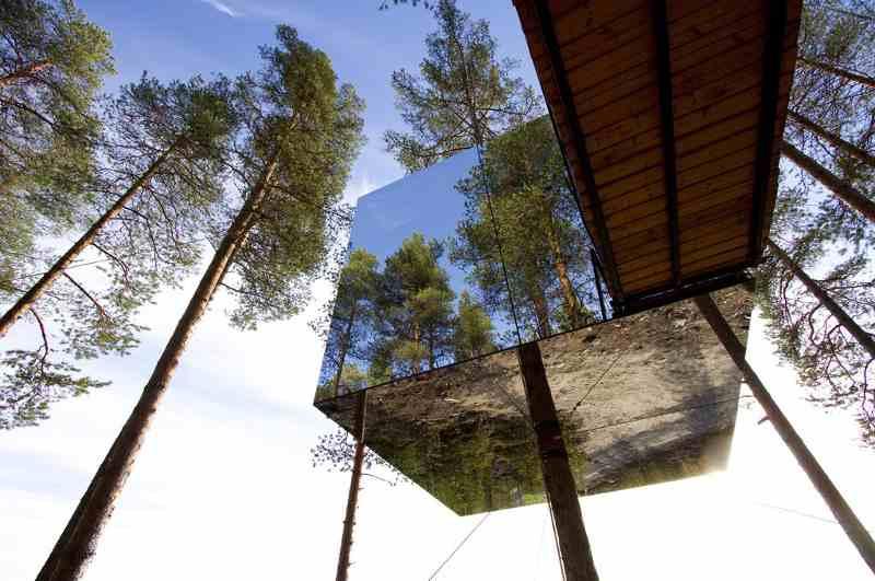 Mirrorcube Baumhaus Treehotel Harads (Schweden), Ansicht verspiegeltes Baumhaus von unten